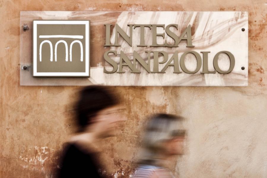 Intesa Sanpaolo potwierdził w czwartek złożenie wiążącej oferty ws. zakupu przeznaczonego na sprzedaż Polbanku.