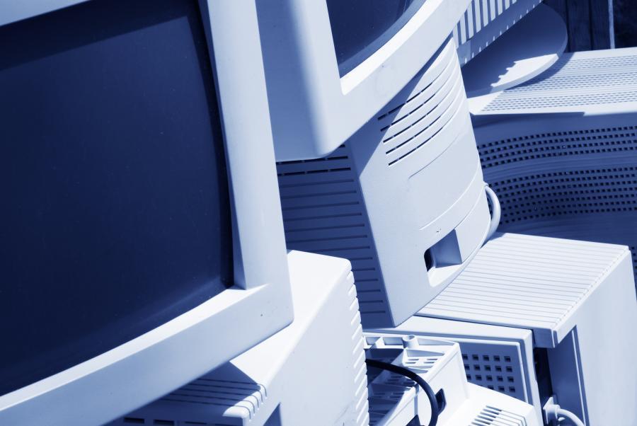 Pracownicy 59 proc. polskich firm korzystają z komputerów stacjonarnych; w 42 proc. przedsiębiorstwach - z laptopów. fot. shutterstock