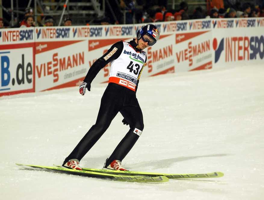 Adam Małysz, po ostatnim w obecnym sezonie konkursie Pucharu Świata, rozstanie się z nartami i zostanie... rajdowym kierowcą, zapowiada Puls Biznesu. Orzeł z Wisły zacznie przygotowania do udziału w 2012 r. w rajdzie Dakaru, twierdzi gazeta. Fot. Shutterstock