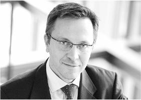 Krzysztof Rybiński jest profesorem i rektorem Wyższej Szkoły Ekonomiczno-Informatycznej w Warszawie.