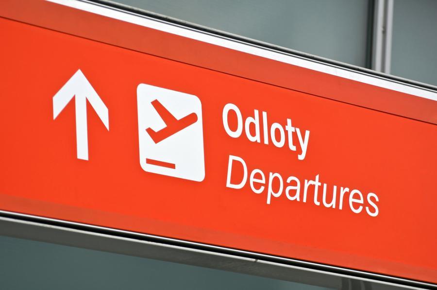 Urząd Lotnictwa Cywilnego zatwierdził właśnie podwyżkę tzw. opłat terminalowych pobieranych przez zarządcę przestrzeni w naszym kraju, którym jest Polska Agencja Żeglugi Powietrznej. Od nowego roku linie lotnicze za starty i lądowania na polskich lotniskach będą płacić nie jak w tym roku 972,80 zł, ale 1051,03 zł.  Fot. Shutterstock