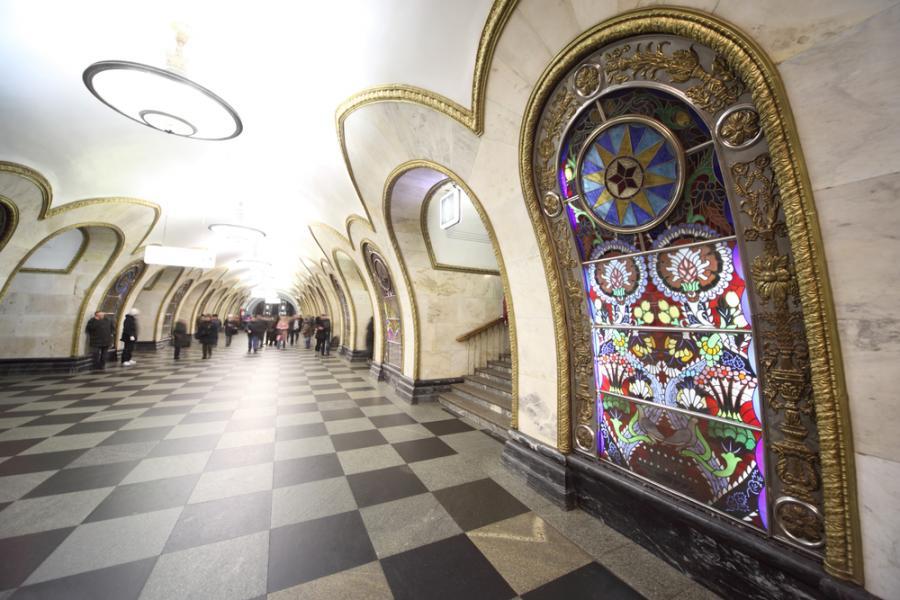 Moskiewskie metro: stacja Novoslobodskaya Fot. Shutterstock