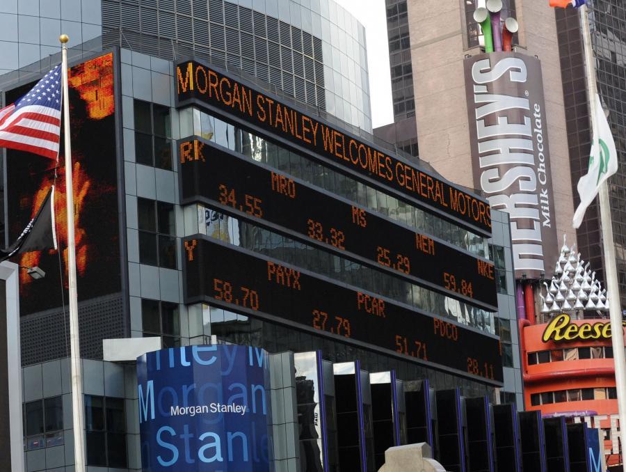 Agencja Bloomberg dotarła do nieoficjalnych informacji, z których wynika, że pracownicy Morgan Stanley nie mogą liczyć na tak wysokie premie, jak w ubiegłym roku. Bonusy zostaną obniżone nawet do 30 proc.