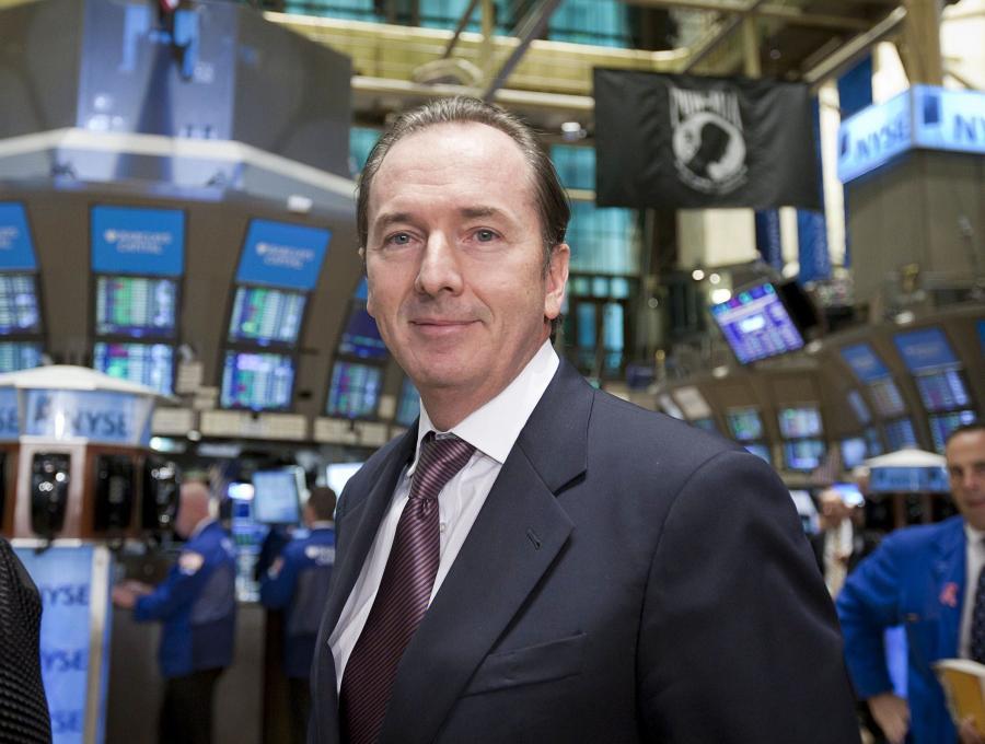 James Gorman, prezes Morgan Stanley. Gorman uważa, że instytucje finansowe nie powinny nagradzać pojedynczych osób ogromnymi premiami, traktując je jak bohaterów