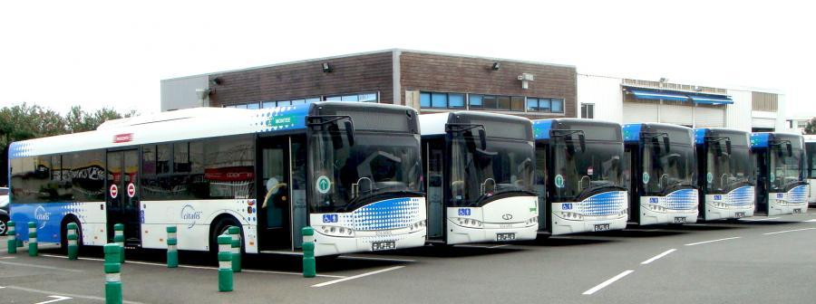 Producent autobusów z Bolechowa pod Poznaniem – Solaris Bus & Coach – wchodzi na nowy rynek. Dostarczy pojazdy przedsiębiorstwu komunikacji miejskiej w serbskiej miejscowości Novi Sad. Na zdj. Sześć Solarisów Urbino obsługują ruch głównie w stolicy wyspy Reunion. Fot. materiały prasowe Solaris.