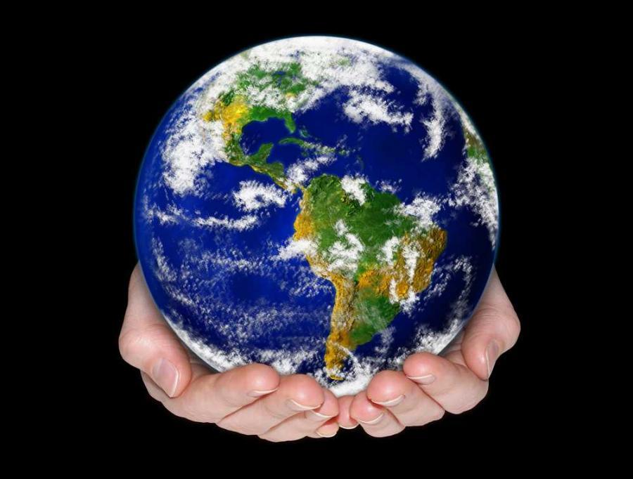 """""""Dopóki globalizacja nie zacznie przynosić realnych korzyści mieszkańcom krajów rozwiniętych, jest bardzo prawdopodobne, że kolejne pokolenia odziedziczą świat ze znacznie większą liczną murów"""" – pisze Quartz."""