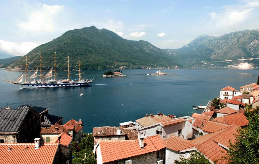 Czarnogóra, zatoka Boka Kotorska niedaleko miejscowości Perast.