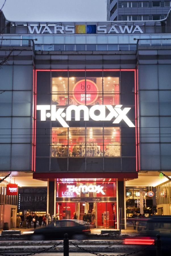 Sklep TK Maxx w Warszawie, oferujący marki znanych projektantów