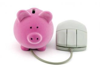 Prawie dwie trzecie Polaków (64 proc.) ankietowanych przez TNS OBOP ma konto oszczędnościowo-rozliczeniowe w banku. 79 proc. posiadaczy kont wybiera gotówkę najczęściej w bankomacie; a ponad 50 proc. dokonuje zakupów, płacąc kartą. Fot. Shutterstock