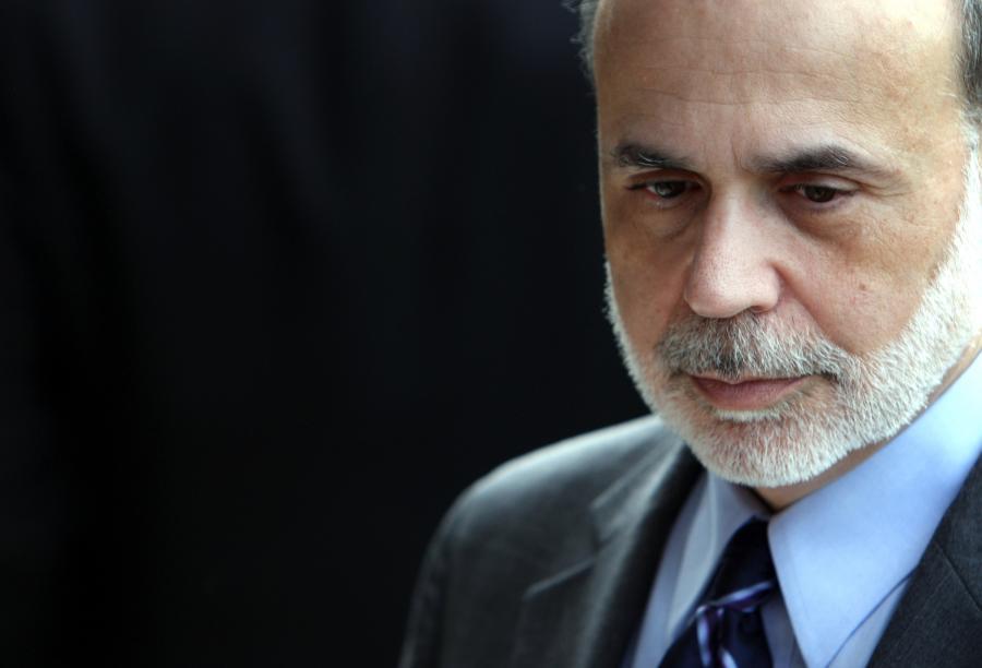 Ben S. Bernanke, szef Amerykańskiej Rezerwy Federalnej bierze udział w powitaniu podczas szczytu G20 w Gyeongju w Korei Południowej, 22 października 2010.