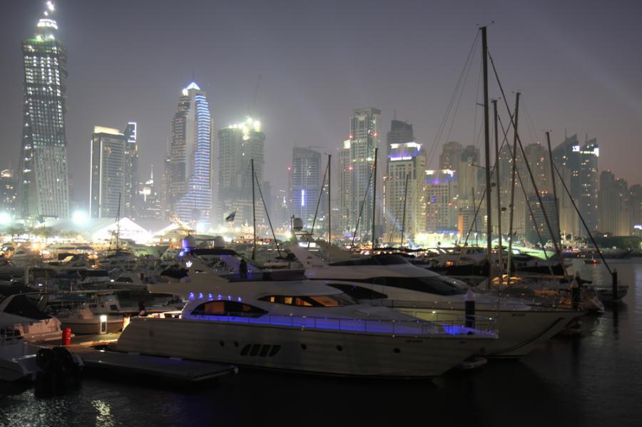 Luksusowe jachty podczas wystawy Dubai Boat Show 2010, Dubaj, Zjednoczone Emiraty Arabskie. Fot. Shutterstock.