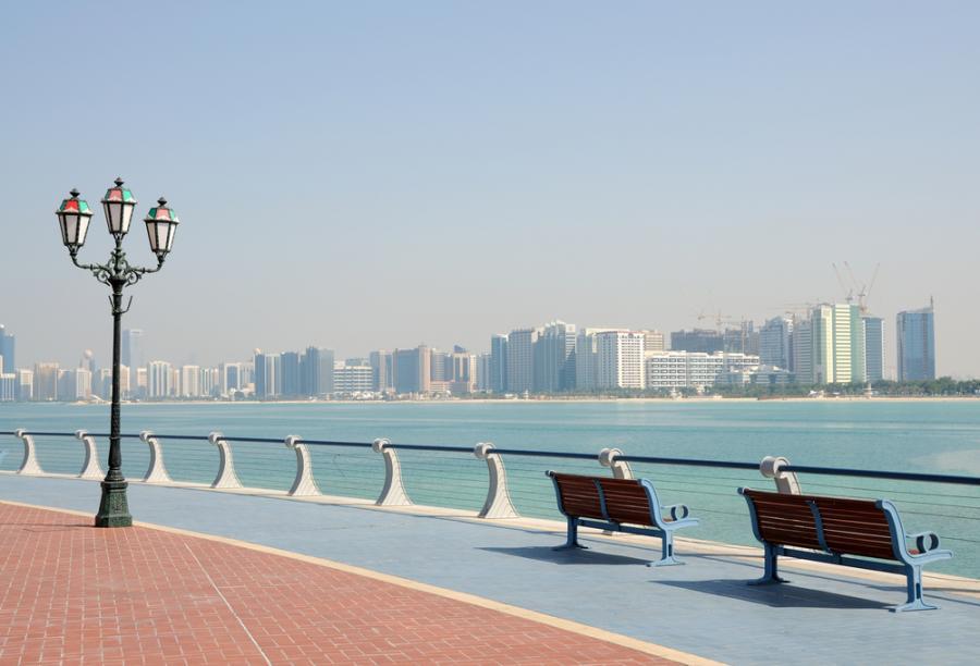 Promenada w Abu Dhabi, Zjednoczone Emiraty Arabskie. Fot. Shutterstock.