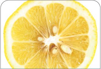 Unilever dodaje do majonezu startą skórkę cytrynową, dzięki czemu zużywa do produkcji mniej kosztownego oleju. Fot. Shutterstock