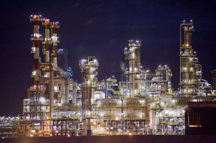 Koncerny szukające w Polsce gazu łupkowego zainteresowały się prywatyzacją gdańskiej rafinerii. Do kupna przymierzają się największe koncerny z Rosji i potentaci naftowi z USA