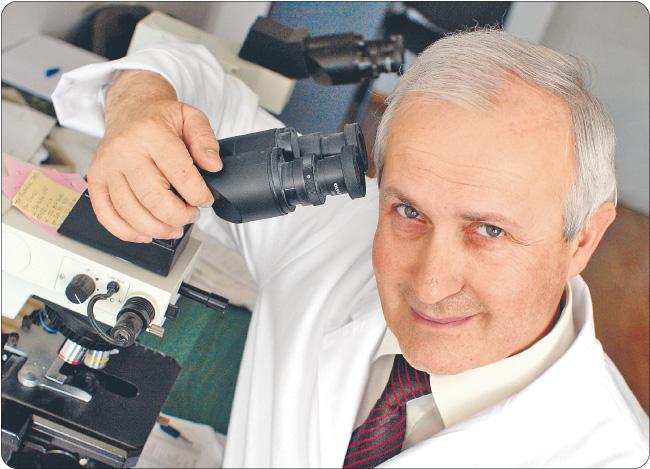 Profesor Jan Lubiński jest autorem ponad 200 prac naukowych na temat genetyki nowotworów. Wraz ze współpracownikami z Pomorskiej Akademii Medycznej założył spółkę notowaną na NewConnect Fot. Michał Niedzielski/Forum