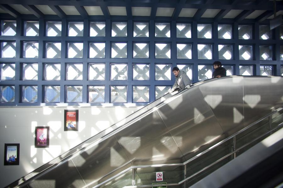 Chińskie metro: ruchome schody na stacji metra Wangjing West w Pekinie