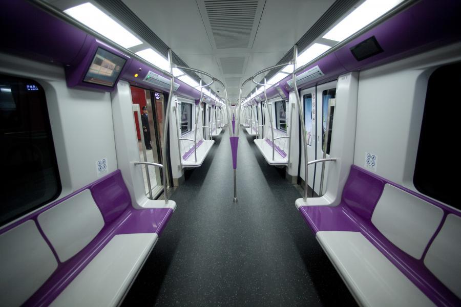 Metro w Pekinie: pusty wagon przed uroczystym otwarciem nowej linii metra