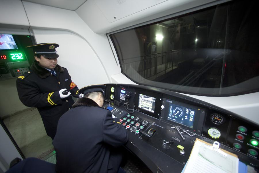 W Pekinie powstało pięć nowych linii metra. Władze chińskiej stolicy zorganizowały w czwartek ich uroczystą inaugurację, zanim nowe połączenia zostaną otwarte dla pasażerów. Fot. Nelson Ching/Bloomberg