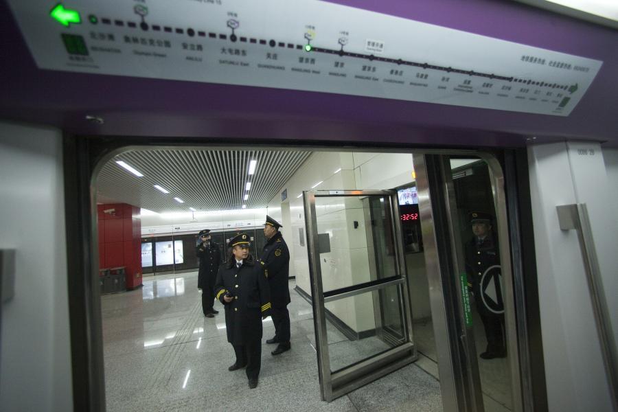 Chińskie metro: stacja Wanjing West na Linii 15 w pekińskim metrze