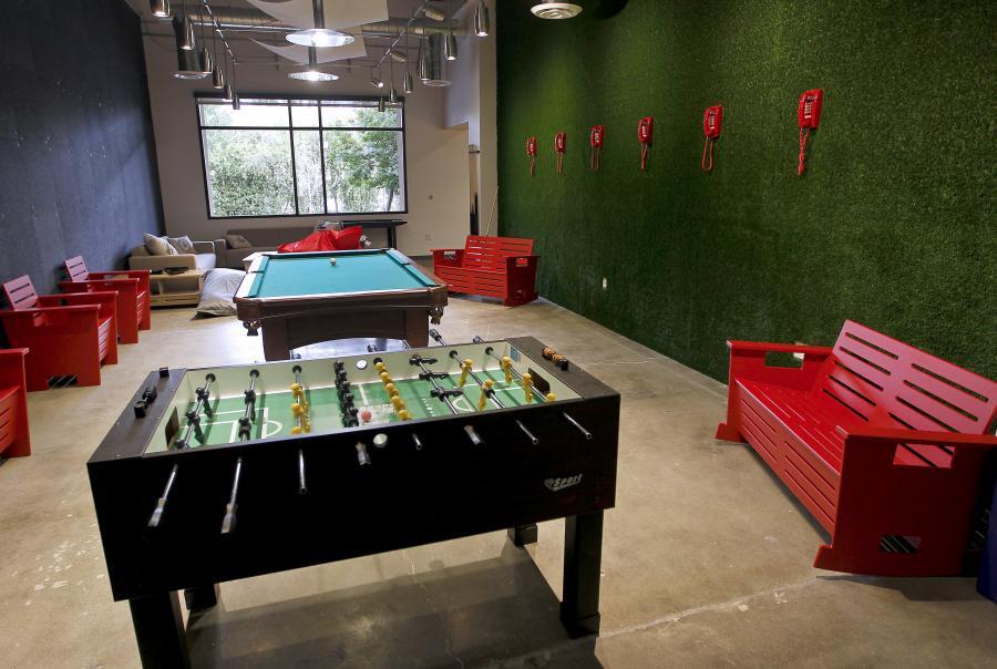 Pokój rekreacyjny dla pracowników w biurze Skypea w Palo Alto. Pracownicy mogą tu odstresować się grając w popularne piłkarzyki.