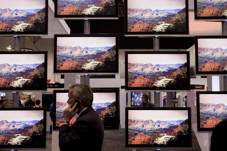 Consumer Electronics Show 2011. Telewizory firmy Hisense Electric. fot: Andrew Harrer/Bloomberg
