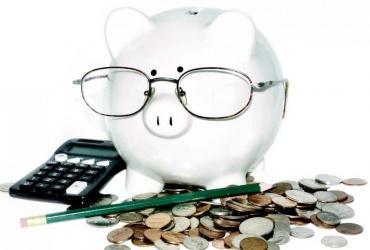 Własnego konta w banku czy SKOK-u nie ma 23 proc. dorosłych Polaków. To oznacza, że blisko jedna czwarta obywateli nie korzysta z usług bankowych. Pod tym względem zajmujemy jedno z ostatnich miejsc w Europie. Dla państwa oznacza to gigantyczne straty. Fot. Shutterstock