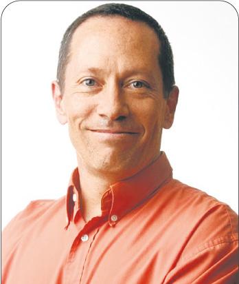 """Eduardo Porter komentuje zjawiska ekonomiczne dla czołowych amerykańskich tytułów prasowych, takich jak """"New York Times"""" czy """"Wall Street Journal"""". Autor książki """"The price of everything. Solving the mistery of why we pay what we do"""" (Penguin, 2011) Fot. Bloomberg"""