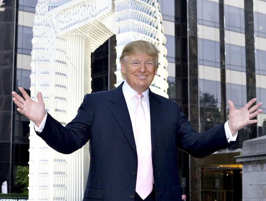 Wzorem dla przedsiębiorców, jak łączyć biznes z show, jest jednak Donald Trump. Amerykański potentat rynku nieruchomości opracował do perfekcji sztukę autopromocji.