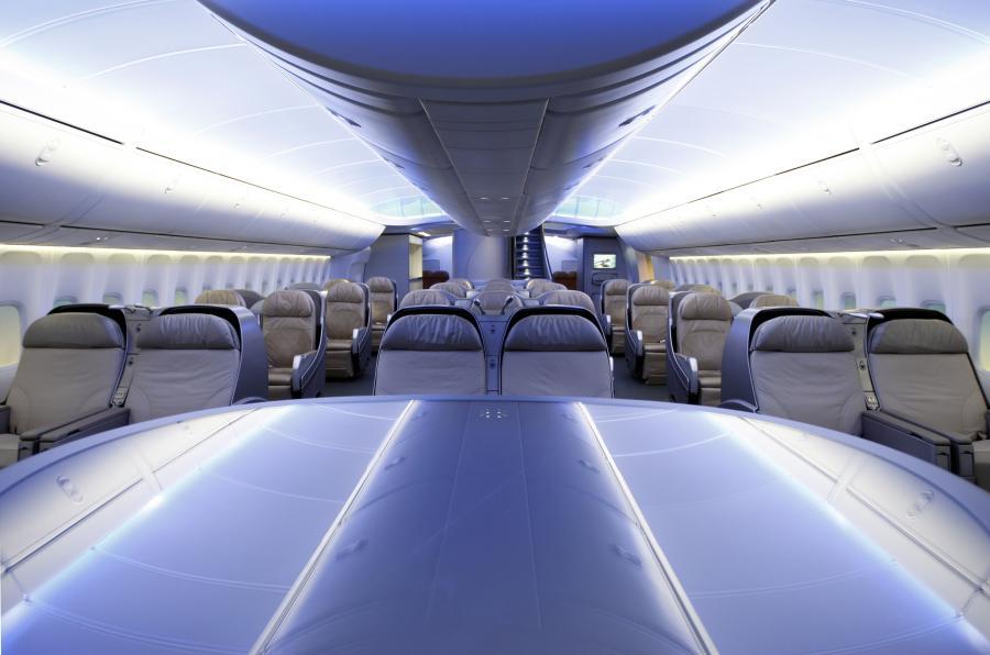 Boeing 747- 8 Intercontinental – wnętrze klasy biznesowej (1). fot. Bloomberg
