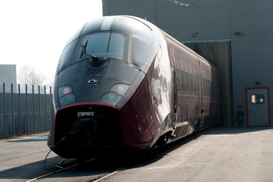 Fabyrka pociągów Alstom we włoskim Savigliano. Alstom SA, drugi największy producent szybkich pociągów na świecie, wyprodukował 2/3 wszystkich szybkich pociągów globu. Fot. Bloomberg.