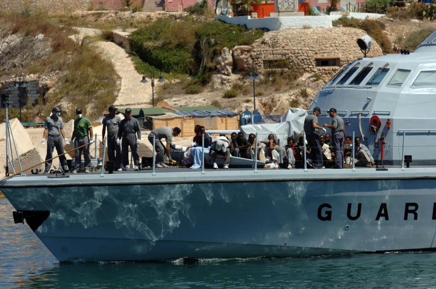Zgodnie z porozumieniem UE z Turcją od 4 kwietnia uchodźcy, którzy po 20 marca wjechali nielegalnie do Grecji, mają być przenoszeni z tego kraju do Turcji.