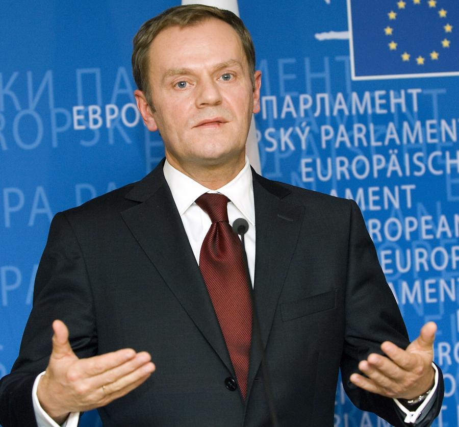 Sześć lat po wejściu do UE Polska jest gotowa, wspólnie z Niemcami i pozostałymi krajami członkowskimi, przejąć odpowiedzialność za walkę z kryzysem, który dotknął europejską gospodarkę - pisze premier Donald Tusk w niemieckim dzienniku Handelsblatt. Na zdj. Premier Donald Tusk