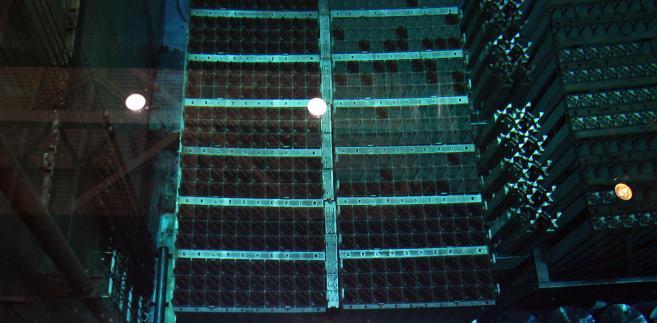 Zbiornik z prętami paliwowymi w reaktorze nr 3 w elektrowni atomowej Fukushima w Japonii. Fot. Bloomberg