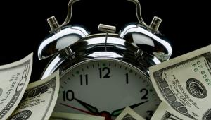 Zegar, pieniądze Fot. Shutterstock