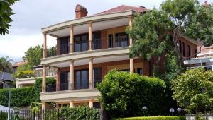 Jeśli komuś marzy się luksusowy apartament za nieduże pieniądze, raczej nie powinien przeglądać ofert z Monako. To propozycje dla tych, którzy są gotowi wydać ponad 65 tysięcy dolarów za metr kwadratowy mieszkania.