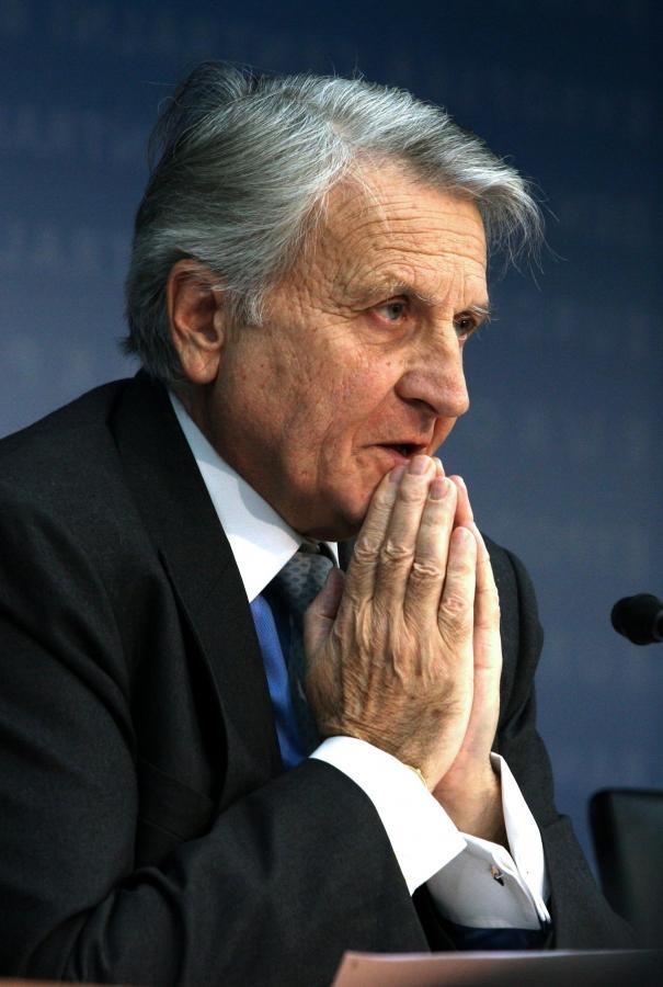 Szef EBC Jean-Claude Trichet modli się, żeby recesja nie zmusiła go do kolejnych cięć