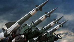 Jak zarobić wielkie pieniądze na handlu bronią? Fot. Shutterstock