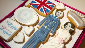Elenis NYC Inc. wystawiło na sprzedaż ciastka z księciem Williamem i jego narzeczoną Kate Middleton. Są to specjalnie przygotowane ciastka z okazji ślubu pary królewskiej.