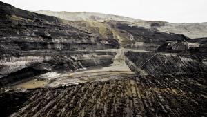 Odkrywkowa kopalnia węgla brunatnego i elektrownia w Bełchatowie, należące do grupy PGE (1). Fot. Bloomberg.