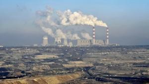 Odkrywkowa kopalnia węgla brunatnego i elektrownia w Bełchatowie, należące do grupy PGE (15). Fot. Bloomberg.
