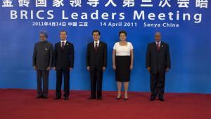 Premier Indii Manmohan Singh, prezydent Rosji Dmitrij Miedwiediew, Gospodarz spotkania prezydent Chin Hu Jintao, prezydent Brazylii Dilma Rousseff oraz prezydent RPA Jacob Zuma podczas szczytu państw BRICS.