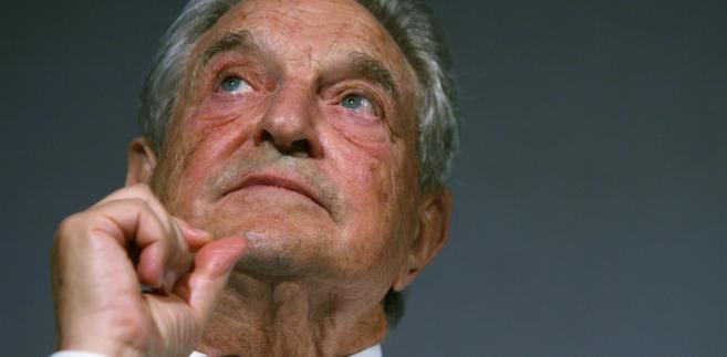 """Miliarder George Soros, prezes i założyciel Soros Fund Management LLC, przysłuchuje się debacie o swojej książce """"The Age of Fallibility: consequences of the war on terror"""" w London School of Economics."""