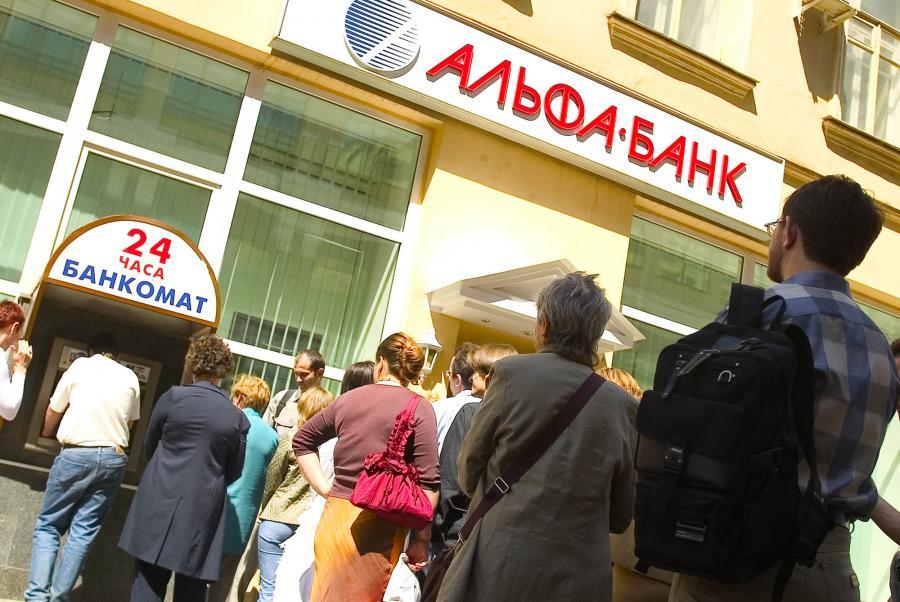 Tak Rosjanie wypłacali pieniadze z banków podczas kryzysu w 2004 r.