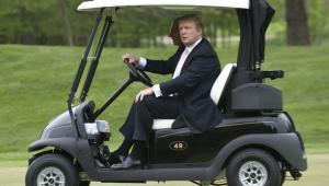 Donald Trump, prezes Trump Organization, w klubie golfowym Lowes Island Golf Club w Potomac Falls.