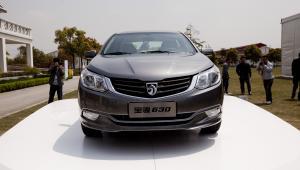 Baojun 630 - samochód grupy General Motors przeznaczony na rynek chiński, targi samochodowe w Szanghaju (1). fot. Nelson Ching/Bloomberg