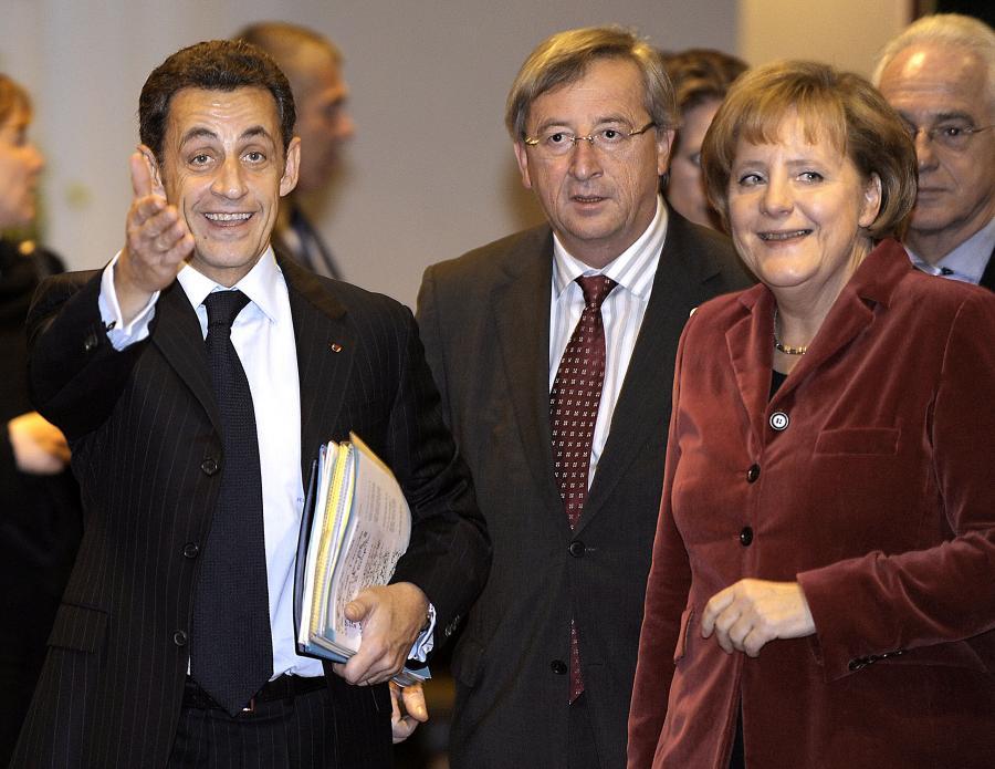Prezydent Francji Nicolas Sarkozy, premier Luksemburga Jean-Claude Juncker i kanclerz Niemiec Angela Merkel chcą powstrzymac spekulantów, zarabiających miliardy na ubezpieczaniu długu Grecji i innych krajów strefy euro.
