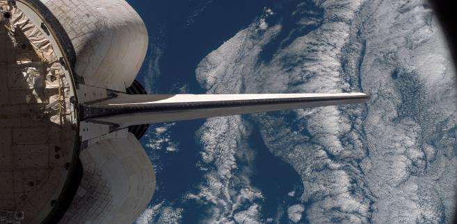 Prom kosmiczny Endeavour zacumowany przy Międzynarodowej Stacji Kosmicznej fot. NASA