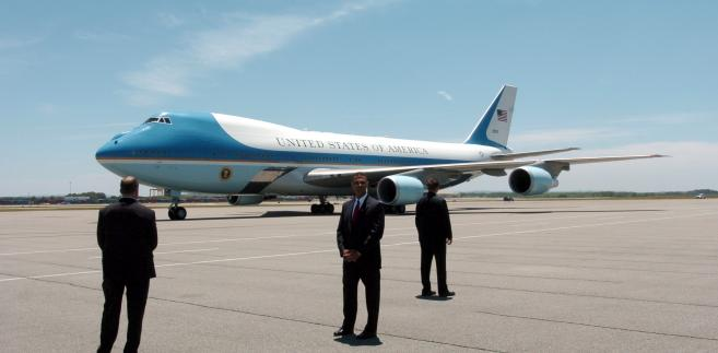 Samolot Air Force One to model Boeing VC-25A, specjalna przeróbka jumbo-jeta. Prezydent USA ma do dyspozycji dwie takie maszyny. Na zdjęciu na lotnisku w Huntsville w Alabamie.