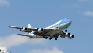 Samolot Air Force One to model Boeing VC-25A, specjalna przeróbka jumbo-jeta. Na zdjęciu startujący Air Force One