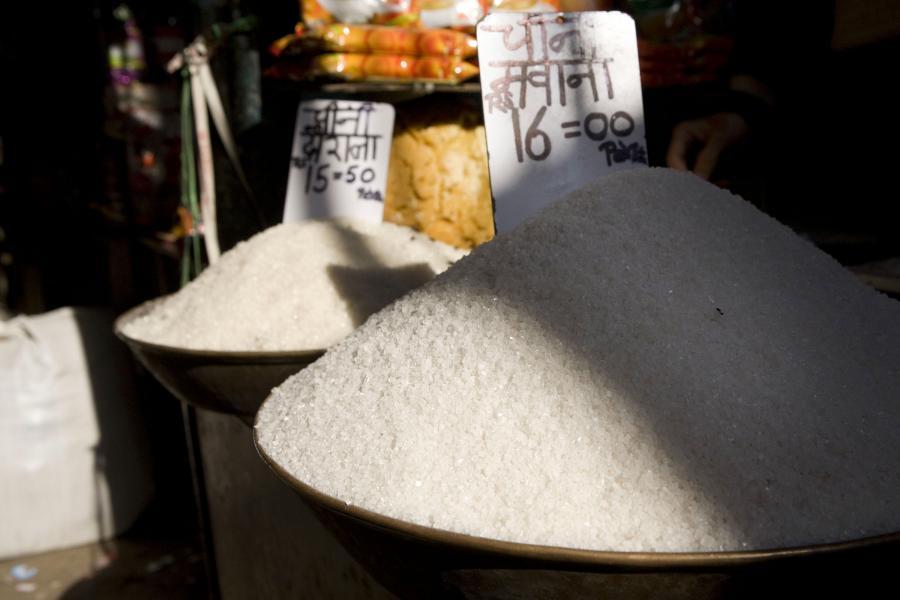 Za kilogram cukru zapłacimy niedługo 3,5 zł. Polskie firmy na tym boomie jednak nie zarobią, bo to Unia, a nie rynek określa im limity produkcji